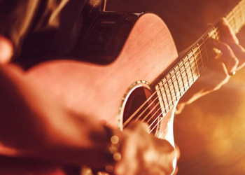 Acoustic Guitar Miking Techniques ACCREDITED BY CPD
