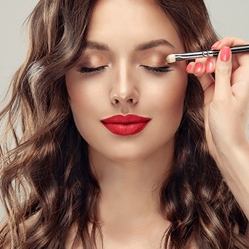 FREE  Celebrity Makeup Essentials ACCREDITED BY CPD